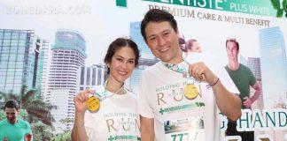 พอลล่า ควงสามี วิ่งจับมือ ร่วมบันทึก กินเนสส์ เวิร์ด เรคคอร์ด เป็นครั้งแรกของโลก