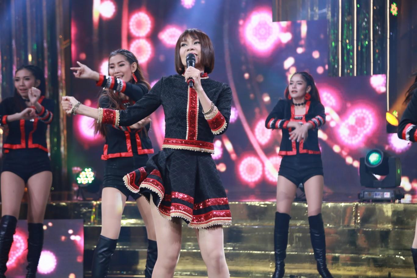 จินตรา พูนลาภ