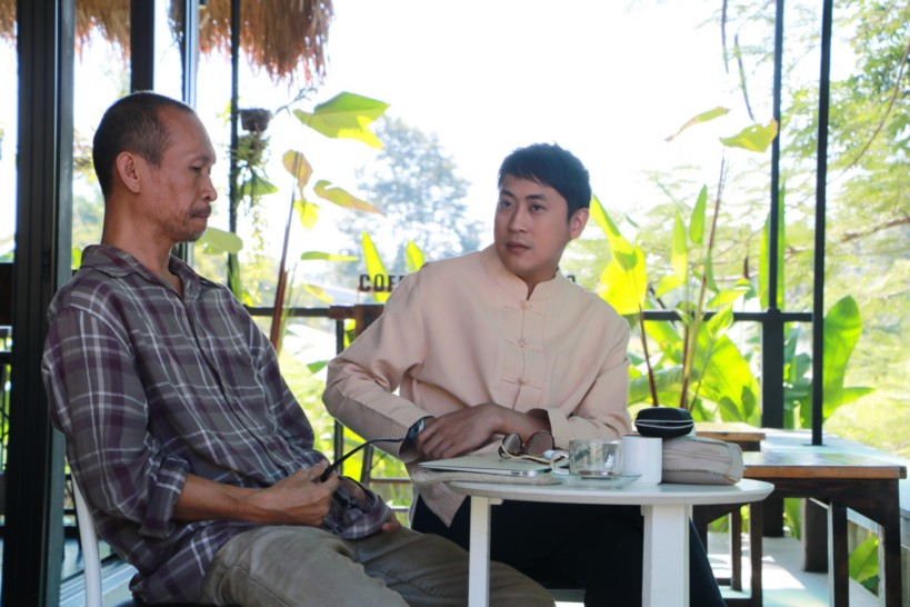 """""""เปอร์ สุวิกรม"""" บุกน่าน ฝากตัวเป็นศิษย์ """"หนึ่ง วรพจน์"""" นักสัมภาษณ์แถวหน้าเมืองไทย !!"""