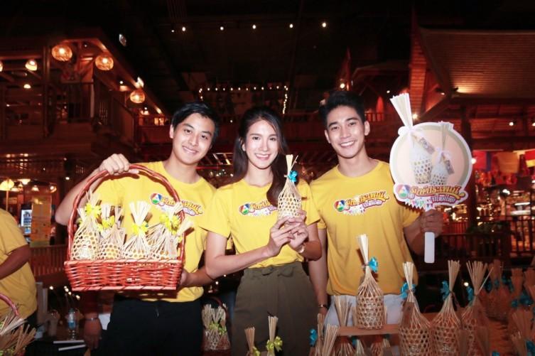 """เนย-แม็กกี้-โหน-เกรท"""" นำทีม รณรงค์สงกรานต์ สืบสานประเพณี ชวนขับขี่ปลอดภัย พร้อมมอบของขวัญสุดพิเศษ ในกิจกรรม """"7HD รักษ์ประเพณีปีใหม่ไทย"""""""