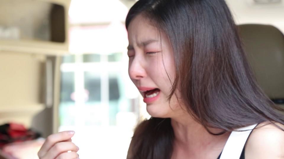 """เอาคืนแรง รัศมีแข แกล้งตายต่อหน้า จียอน  ร้องไห้ฟูมฟายไม่หยุด ในรายการ """"หยอก หยอก"""""""