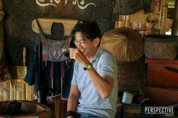 """""""เปอร์ สุวิกรม"""" ชวน """"ดู๋ สัญญา"""" ลุยนอนกลางป่า ล้วงชีวิตพิธีกรมืออาชีพแถวหน้าของเมืองไทย"""