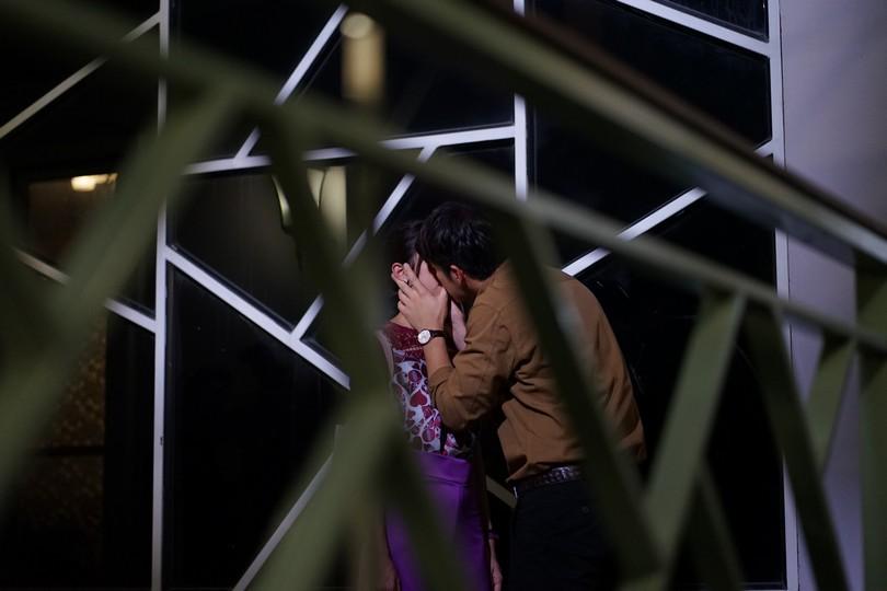 อาเล็ก ธีรเดช จู่โจมจูบ มิ้นต์ ชาลิดา ในละคร  ดวงแบบนี้ไม่มีจู๋