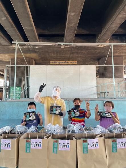 ลุยเองถึงพื้นที่ เวฟ คูเป่ยจง ปันสุขบริจาคข้าวกล่อง ช่วยเหลือผู้เดือดร้อนจากวิกฤตโควิด-19